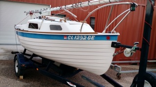 Demo Sage 17 AIR BORN cleaned up and ready for the sailing season.